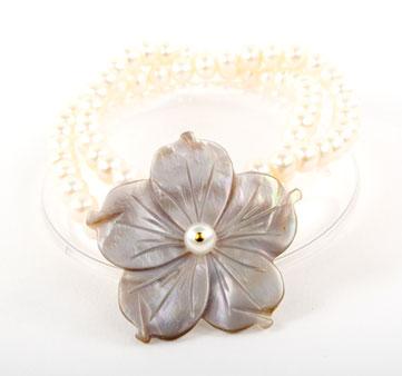 Pearl Rivershell Flower Bracelet