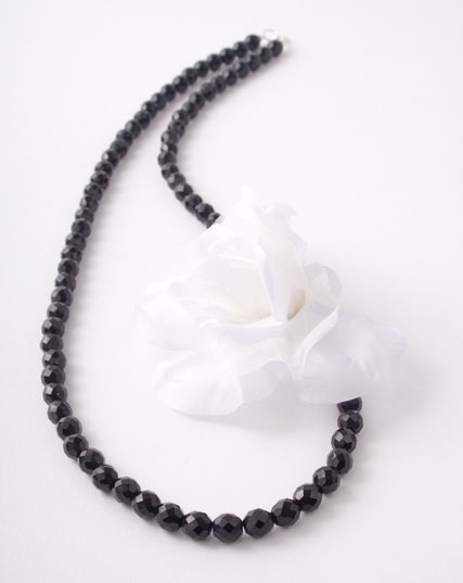White Silk Corsage Flower Necklace